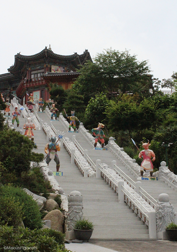 busan_buddhist_temple_staircase_entry_zodiac_signs