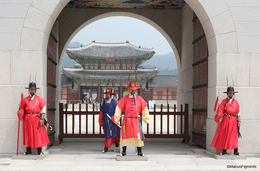 entry_Gyeongbokgung_palace_front_with_guards